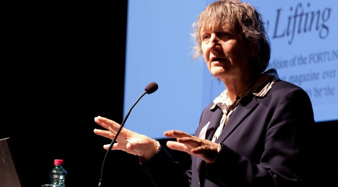 Teoria é produzida no Centro – A Iminente Revolução da Teoria Social – Raewyn Connell