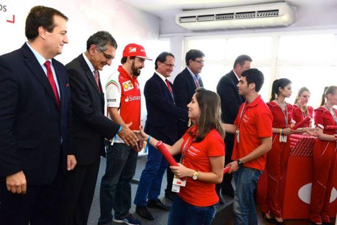 O peso do passaporte: a entrega das bolsas de mobilidade internacional Fórmula Santander 2014.