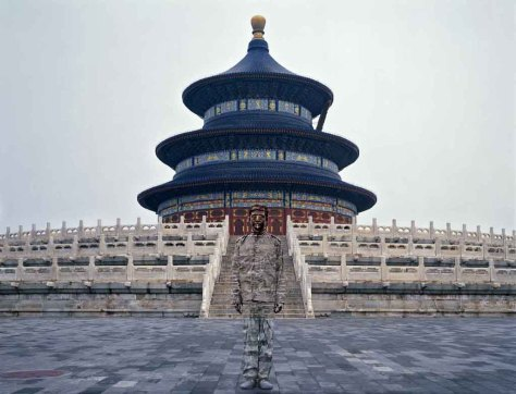 Urban-Camouflage-·-The-Temple-of-Heaven-by-Liu-Bolin-Behavior-photography-2010