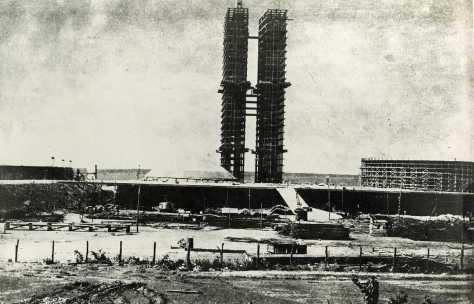 A construção de Brasília e a transferência da capital brasileira para o interior do páis representou um projeto pós-imperialista marcado por outras forças históricas, como o nacionalismo